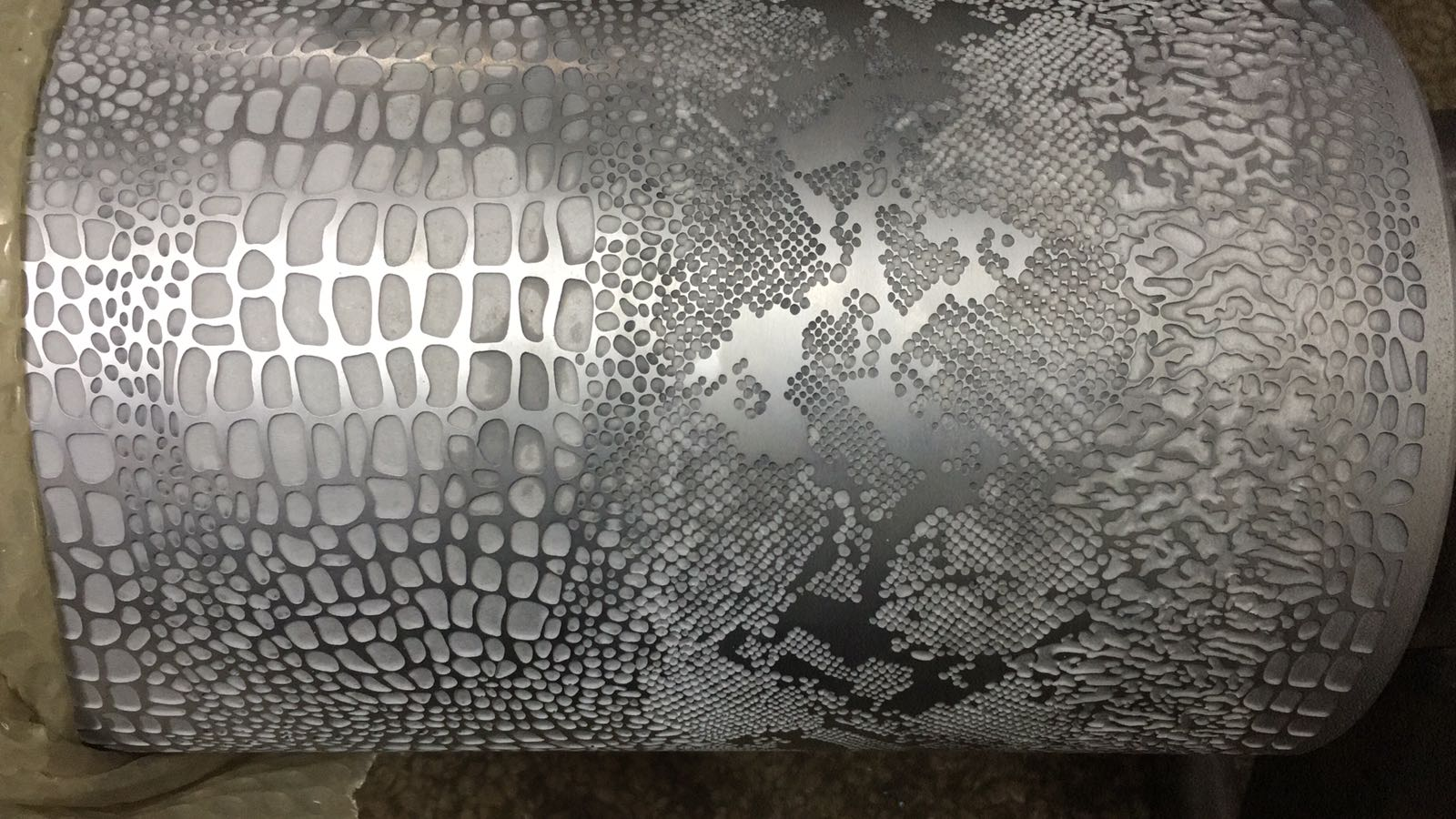 Embossing cylinder