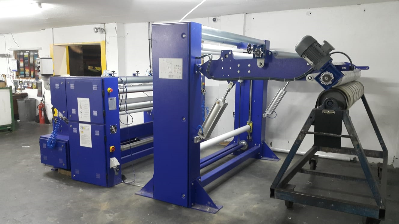 Slitter with batching arm